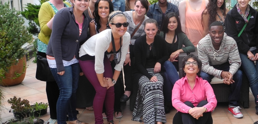 Salerno Med Diet Study Programm Group picture with smiling students and Adele